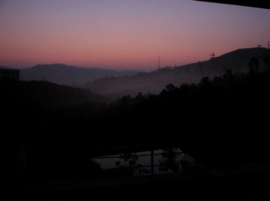 Mundax Homestay Yoga Retreat: Early morning view from our bedroom