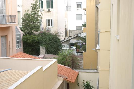 AVA Hotel Athens: courtyard view