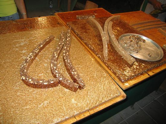 Zakynthos, Griechenland: Delicious pasteli (sesame seeds & honey delicacy)