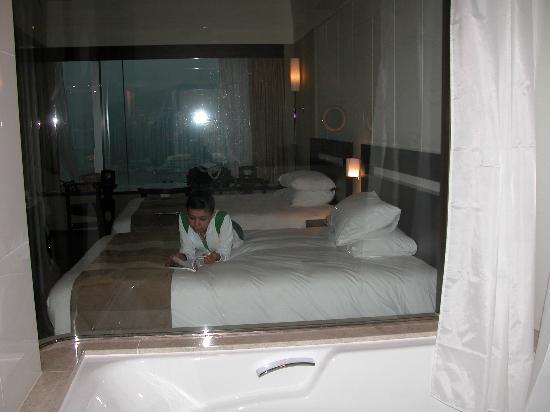 L'hotel Nina et Convention Centre: Bedroom viewed through Bath