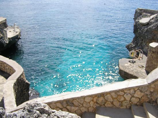 Catcha Falling Star: Overlooking the water on the resort's cliffs