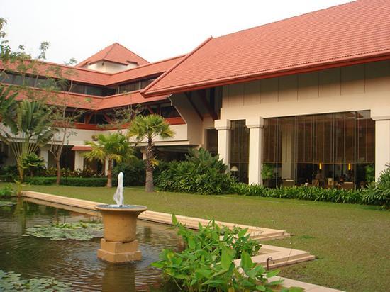Le Meridien Angkor: Courtyard of hotel