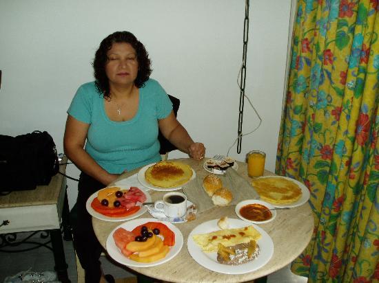 Mision Colima: Breakfast Room Service