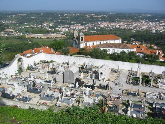 Pousada de Ourem - Fatima Historic Hotel : view from the castle above the pousada