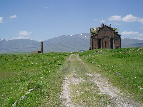 Kars Province, Turkey: Kervansaray with the Menüçer Mosque in background