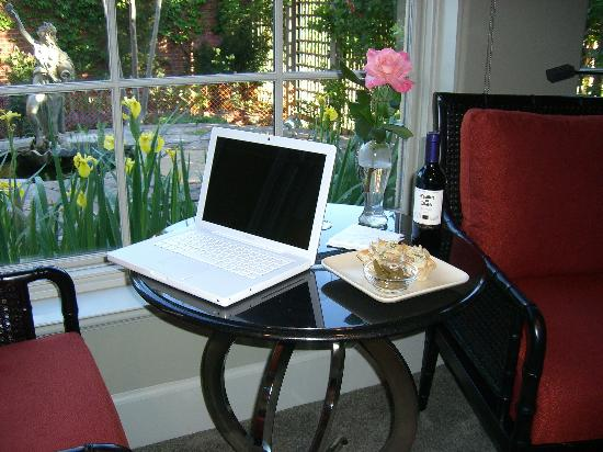 The Guesthouse on Allen Street: wine, hors d'oeuvres, wireless internet, rose garden--this place has it all