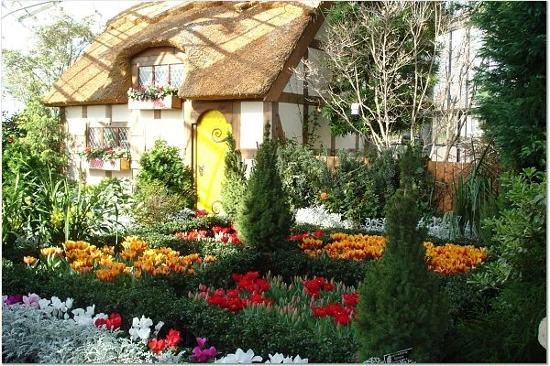 Cottage In Conservatory Picture Of Lewis Ginter