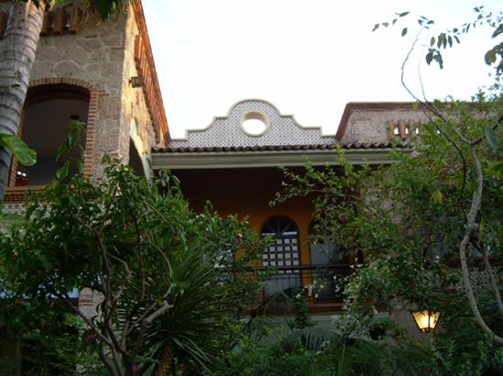 Casa de Las Flores: The upstairs rooms looking up from the garden