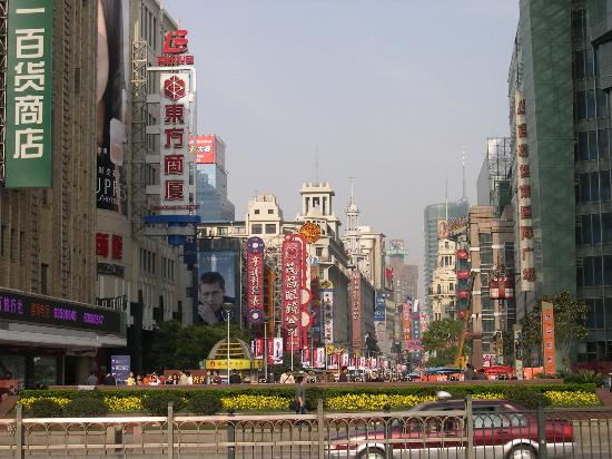 Radisson Blu Hotel Shanghai New World: Nanjing rd