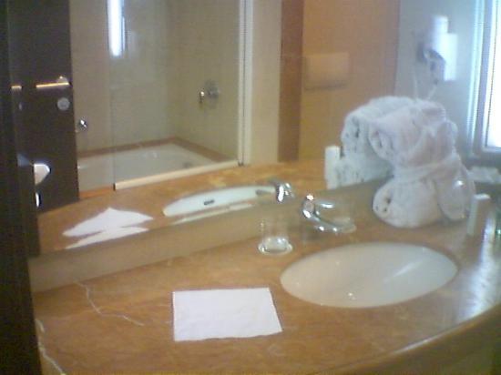 Le Palace d'Anfa : Modern bathroom