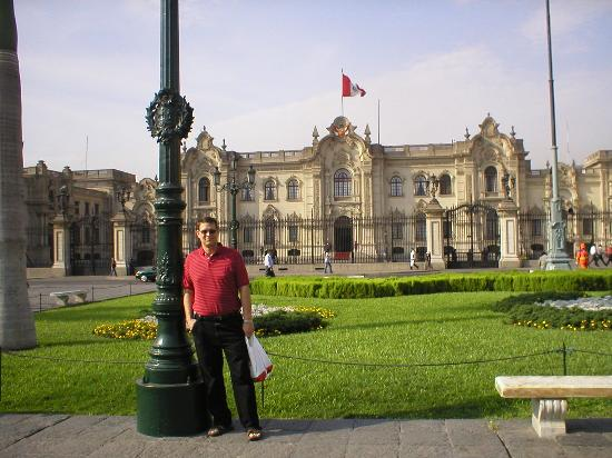 Grand Hotel Betsy: In front of the President's house - Colonial Lima