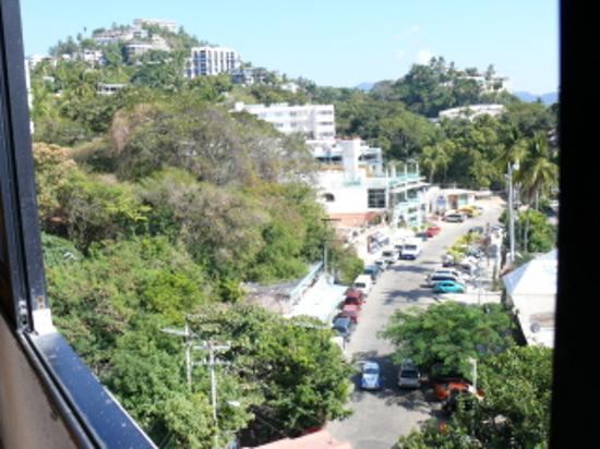 Hotel Acamar Acapulco: to the left you see more than just water