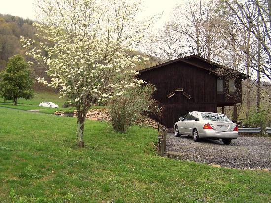 River Garden Bed and Breakfast: Private entrances to right around car