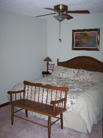 River Garden Bed and Breakfast: The Angler room