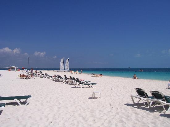 Beach - Picture of Hotel Riu Caribe, Cancun - Tripadvisor
