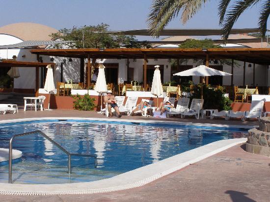 Hotel Las Dunas: Bar and pool