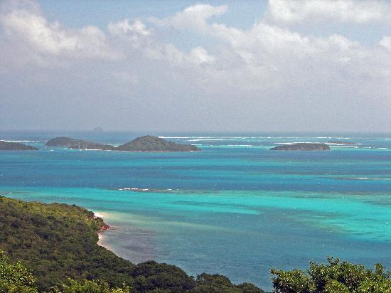 St. Vincent og Grenadinene: Tabago Cays from Mayreau
