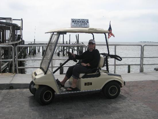 ‪‪Cedar Key‬, فلوريدا: Golf Cart Rental on waterfront street Cedar Key‬