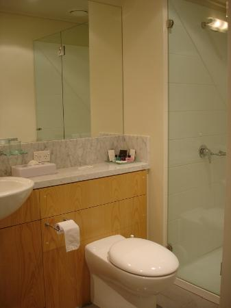 Quest Southbank Melbourne: Ensuite bathroom