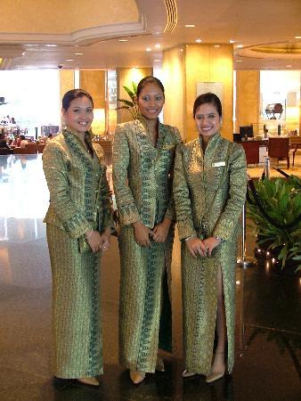 Shangri-La Hotel Kuala Lumpur: Reception staff