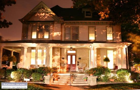 Magnolia House Inn : Magnolia House @ Night