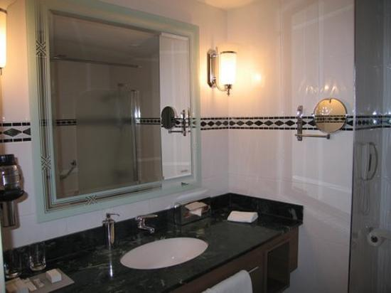 Hilton Imperial Dubrovnik: Bathroom