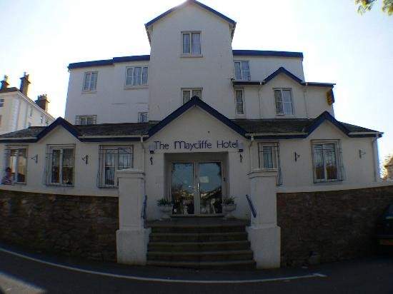 Maycliffe Hotel: Taken from over the road at the front