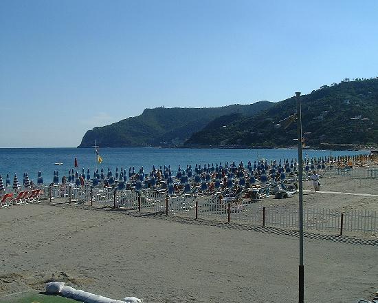Hotel delle Palme: Spotorno beach