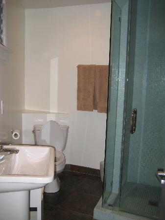 The M Malibu: The bathroom