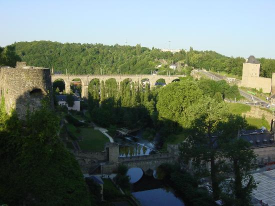 Ciudad de Luxemburgo, Luxemburgo: Grund view from the Bock