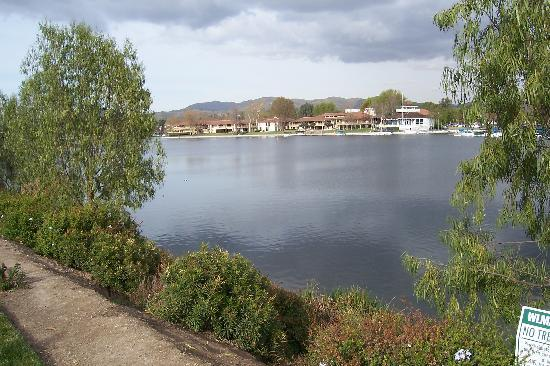 Westlake Village, Californië: And another - Shops and dining on the other side