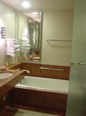 Pan Pacific Singapore : Pan Pacific Hotel Sg: Fluffy towels in the bathroom