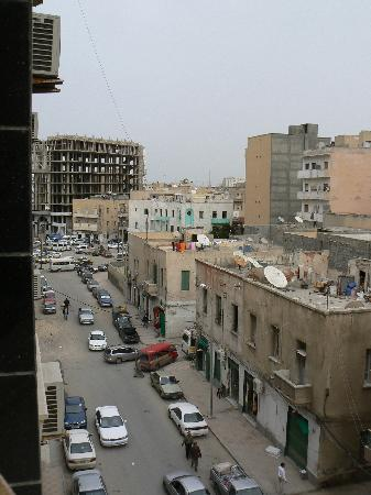 Al-Kendi Hotel : Street below