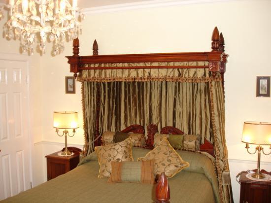 Kilmeny Country House: The bed