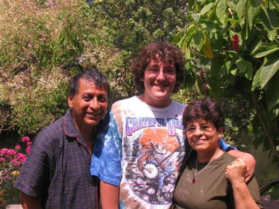 D'Nest Inn: Gaby, Lucas, Oty