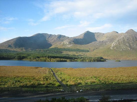 Lough Inagh Lodge: ça existe bien...vue de la chambre