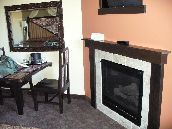 Kalahari Resorts & Conventions: fireplace in room