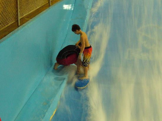 Kalahari Resorts & Conventions: surfing