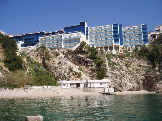 Hotel Bellevue Dubrovnik: Hotel from the beach