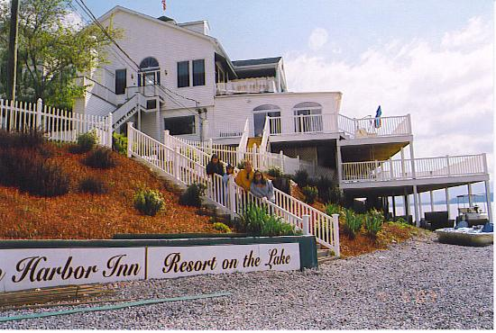 Mountain Harbor Inn Resort On the Lake: the other side of the inn
