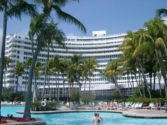 La piscine photo de fontainebleau miami beach miami for Piscine fontainebleau