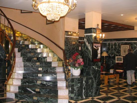 Hotel Zenit Imperial: Hotel Staircase - Nice