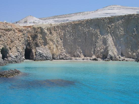 Milos, Grèce : One of the beaches from our boat trip