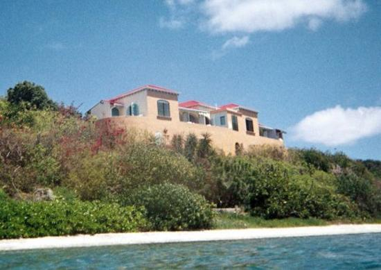 Pusser's Marina Cay Hotel and Restaurant: Villa Looking Up from Reef
