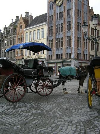 Hotel De Tassche: Carriages in the Market