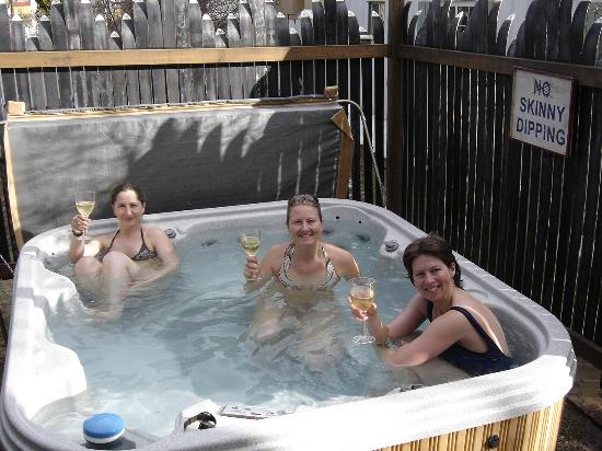 Beaver Lodge Bed & Breakfast: hot tub fun!