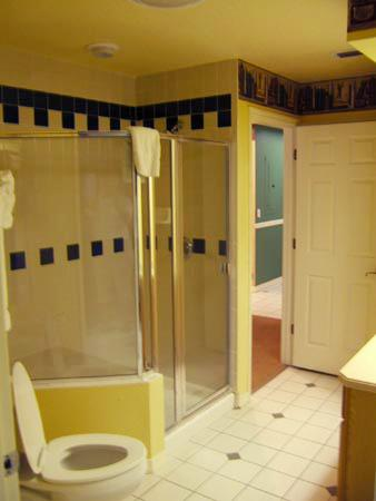 Grande Villas at World Golf Village: Bath with shower, tub is in the bedroom.