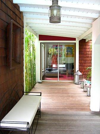 Salines Garden Cottages: TV Room