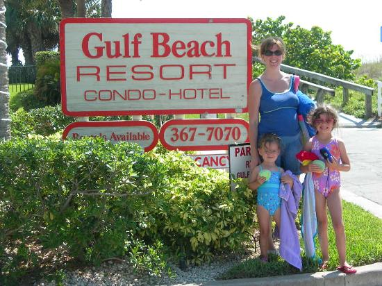 Gulf Beach Resort: entrance to property