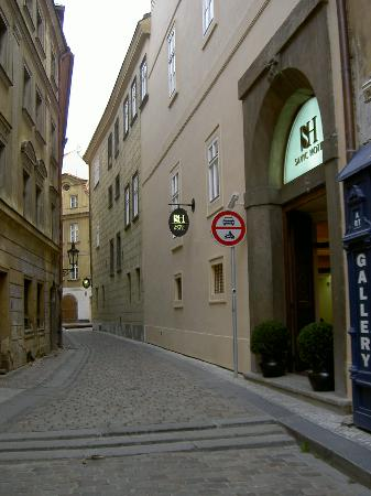 Savic Hotel: The Street